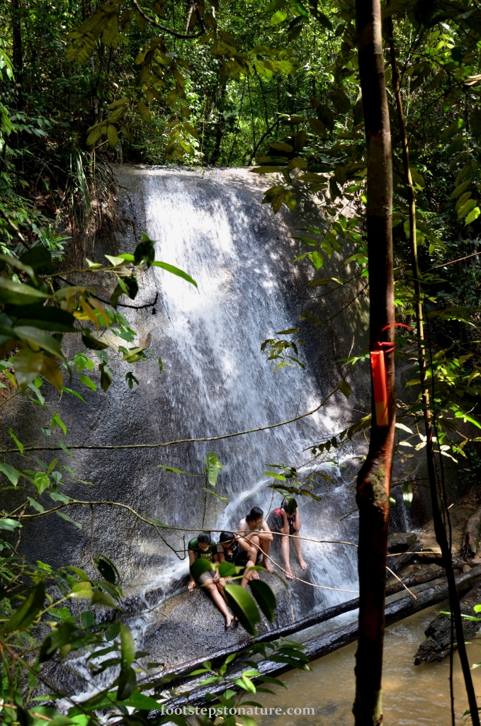 Not a fantastic fall but still worth the trek, approximately 10meter sloping waterfall with a large area for picnic or camping