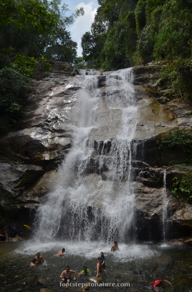 Standing at an estimate of 15 to 20 meters in height, she is one powerful waterfall. The pool was quite small and you have to be careful of large boulders underwater.