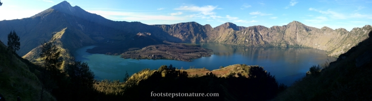 Day 3, 7.45am – The famous picture of Mt Rinjani and all its splendours