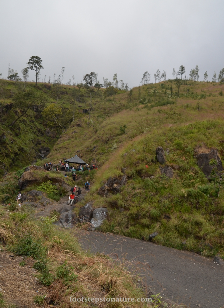 2.00pm – Post 3. The road below is actually made up of small black stones carried from the volcano during rainy season