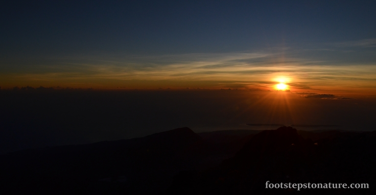 Day 2, 6.15am – After 4 hours from camp, I managed to catch the sunrise at the peak